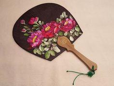 또목단이냐하시면또 목단이옵니다.라고 답하렵니다. 요즘개업하는 집이너무 많습니다.장사, 이거 ... Oriental Flowers, Umbrella Art, Chalk Art, Body Mods, Hand Painted, Fan Art, Pretty, Blog, Fans