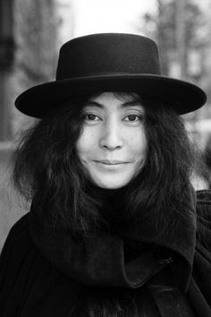 Yoko Ono She was inspirational and unique with her art. Yoko performs in many ways, high and low scale and has become a revolutionary in pop culture. Iconic Women, Famous Women, Famous People, John Lennon Yoko Ono, Jhon Lennon, Thing 1, Ringo Starr, Paul Mccartney, The Beatles
