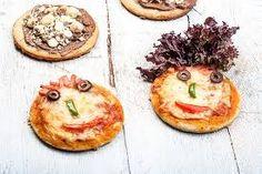 Αποτέλεσμα εικόνας για ευκολα σνακ για παιδικο παρτυ Food Categories, Kids And Parenting, Camembert Cheese, Party Time, Buffet, Health, Ethnic Recipes, Calzone, Pizza