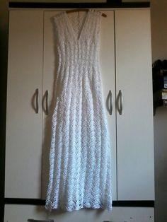Vestido de noiva em crochê , viva o seu momento especial com um modelo de crochê .  Confeccionado com linha de algodão .  Caso queira com pedraria , miçangas , perolas , faço como você desejar , (COBRADO Á PARTE )