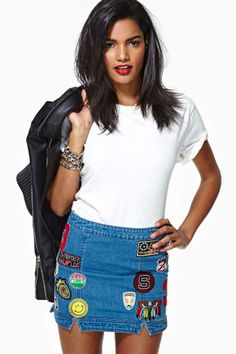 Jeans com patches e aplicaçÕes, descolado e super charmoso!