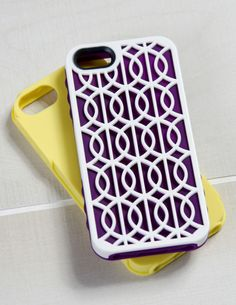 The Cairo design comes with a white outer shell and two silicone inner wraps in fashionable shades of Amethyst Purple and Sunshine Yellow.