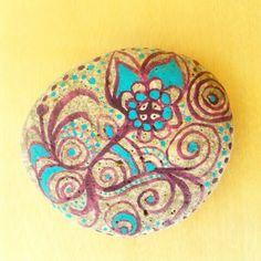 Piedra pintada con acrilico
