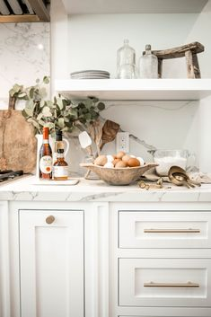 Open shelving for kitchen in white marble Breakfast style photography In style and … – Wanderlust Kitchen Marble, Home Decor Kitchen, Kitchen Remodel, Kitchen Decor, House Interior, Kitchen Dining Room, Kitchen Dining, Home Kitchens, Kitchen Design