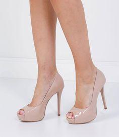 Peeo Toe feminino       Material: sintético       Enverzinado      Marca: Satinato      Salto alto           COLEÇÃO INVERNO 2016          Veja outras opções de      peep toes femininos.            Sobre a marca Satinato     A Satinato possui uma coleção de sapatos, bolsas e acessórios cheios de tendências de moda. 90% dos seus produtos são em couro. A principal característica dos Sapatos Santinato são o conforto, moda e qualidade! Com diferentes opções e estilos de sapatos, bolsas e…
