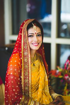 Not all brides wear lehengas, some go with saree which look royal and chic, but if you Match Dupatta With Your Bridal Saree it makes you look more flawless. Indian Wedding Bride, Bengali Wedding, Saree Wedding, Pakistani Bridal, Bridal Outfits, Bridal Dresses, Bridal Dupatta, Yellow Lehenga, Bengali Bride