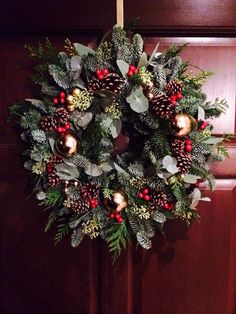Christmas wreath with leaves, evergreens, red berries, and pine cones Christmas Door Wreaths, Christmas Greenery, Outdoor Christmas Decorations, Holiday Wreaths, Christmas Holidays, Christmas Crafts, Christmas Inspiration, Christmas Traditions, Halloween