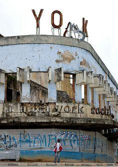 Huambo cinema ruins - Angola | Flickr – Compartilhamento de fotos!