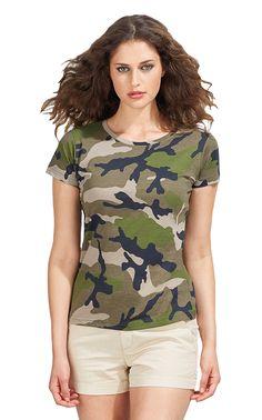Dames t-shirt met korte mouwen, ronde hals en camouflage print    - 100% ringgesponnen halfgekamd katoen  - grammage: 150 g/m2  - alleen maatlabel in de nek  - zijnaad  - ook verkrijgbaar in een heren model   - slim fit