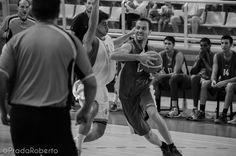 La intensidad defensiva exigida por Kuko Cruza permitió correr a los locales en el segundo cuarto. El juego exterior tomó el mando. Al descanso, 44-30 favorable a Lucentum. #baloncesto #basket #Lucentum #Alicante #PretemporadaLucentum Alicante, Wrestling, Sports, Basketball, Second Best, Cartagena, Game, Pictures, Lucha Libre