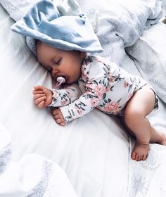 Sleep tight little baby . Cute Little Baby, Baby Kind, Little Babies, Cute Babies, Baby Girl Fashion, Kids Fashion, Cute Baby Pictures, Baby Family, Cute Baby Clothes