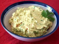 Guacamole - Mexikanische Avocadocreme #Rezept Chutneys, Mexican Food Recipes, Ethnic Recipes, Brunch Party, Appetizer Dips, Tapas, Food Art, Food And Drink, Snacks