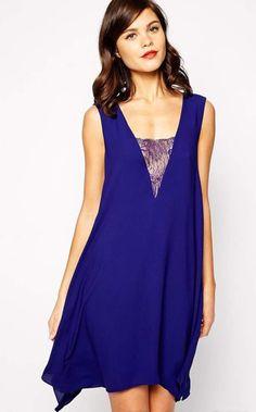 Ce rêve bleu...Fluide, cette jolie robe bleu électrique convient à toutes les morphologies.