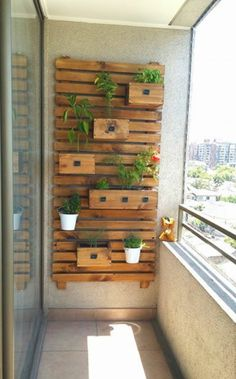 15 Creative Vertical Garden Ideas to Inspire You Small Balcony Decor, Small Balcony Design, Vertical Garden Wall, Vertical Gardens, Beautiful Home Gardens, Balcony Furniture, Loft Furniture, Pallet Furniture, Furniture Plans