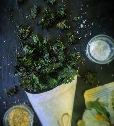 Vegan Dinner Recipes, Vegan Dinners, Kale Crisps, Healthy Snacks, Healthy Eating, Crisp Recipe, Large Bowl, Palak Paneer