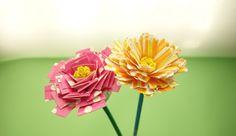 【手作りプレゼントに】紙皿が大変身★リアルなお花の作り方 | 季節の工作アイデア集- こうさくポケット Thanks Card, Flower Plates, Paper Plates, Mosaic, Paper Crafts, Messages, Rose, Flowers, Plants