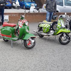 Lambretta Scooter, Motor Scooters, Sidecar, Zoom Zoom, Design Thinking, Chopper, Dream Cars, Turning, Greece