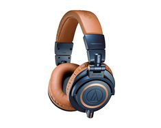We give best offers on DJ Headphones at our DJ Store.Will u interested to buy visit Chicago DJ Equipment