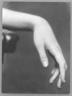 Tilly Losch - A good close-up 'resting hand' reference.