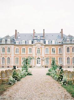 Stunning French Blue Wedding Inspiration at Château de Carsix - #weddingdestinations#dreamdestination #dreamplace#dreamwedding #goal #weddingceremony #tfrenchstyle