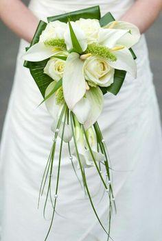 Com Extremely Gorgeous Modern Bridal Bouquets Ideas – WeddCeremony. Cascading Bridal Bouquets, Cascade Bouquet, White Wedding Bouquets, Bride Bouquets, Bridal Flowers, Floral Bouquets, Bridesmaid Bouquet, Floral Wedding, Hand Bouquet