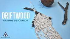 In this video you will learn how to make macrame decoration on driftwood branches. This tutorial is ideal for nature lovers. It can be a lovely addition to y. Driftwood Macrame, Driftwood Wall Art, Driftwood Projects, Macrame Knots, Micro Macrame, Magic Knot, Macrame Tutorial, Wall Hanger, Weaving