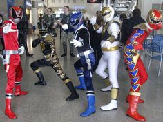 i assisted the Power Rangers Dino Thunder shoot for a commercial in HERO TV. Everyone got excited and took photos with the rangers. hehahahaha Bankee Trading and Sentai Manila managed the costumes ...