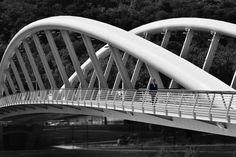 Solista sul ponte della musica | Roberto Filippini #Architettura #Biancoenero #Città #Paesaggi #Persone #Viaggi #fotografia