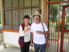 Ingeniera Ximena Londoño y el Arquitecto Simón Veléz  en la inauguración de la caseta de ingreso del Paraíso del Bambú y la Guadua.   Contacto: bambuturismo@gmail.com / 3174231906 - 3128437688 - 3122528347 / ubicados en la Finca