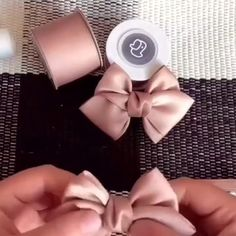 Diy Ribbon, Ribbon Crafts, Ribbon Bows, Ribbon Flower Tutorial, Hair Bow Tutorial, Felt Bows, Diy Hair Accessories Ribbon, Diy Hair Bows, Making Hair Bows
