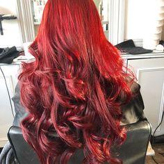 Monday inspiration ❤️ GORGE RED 😍 perfect autumn colour 🍁 #hair #hairdressser #curls #redhead #follow #hairinspo #hairstyle #braids #updo #like #longhair #mermaidhair #autumn #winterhair #hairgoals #goals #colour #wella #change #blowdry #cut #haircut