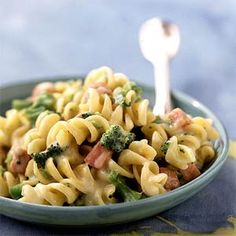 Rotini and Cheese with Broccoli and Ham recipe: Serve this creamy dish with a tossed green salad or a fruit salad. Ham Recipes, Healthy Dinner Recipes, Pasta Recipes, Cooking Recipes, Healthy Meals, Recipe Pasta, Stay Healthy, Low Calorie Pasta, Salads
