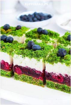 Forest moss cake with raspberries - I love baking Forest moss cake with raspberries – I love baking Ciasto leśny mech z malinami – I Love Bake 90 Source by berberys Moss Cake, Diy Dessert, Spinach Cake, Cookie Recipes, Dessert Recipes, Polish Recipes, Cake Decorating Techniques, Sweet Cakes, Coffee Cake