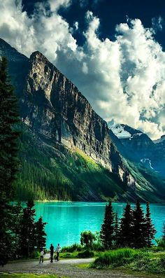 Randy Quayle- Lake Louise- Canada - Holiday Resort - isabell b. Beautiful Places To Travel, Cool Places To Visit, Beautiful World, Landscape Photography, Nature Photography, Photography Timeline, Dslr Photography, Photography Tutorials, Nature Scenes