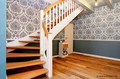 Eingestemmte Treppe im modernen Landhausstil aus heimischem Birken- und Buchenholz.
