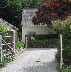 irish-garden-dry-stone-walls-tierney0haines-gardenista Garden Ideas Ireland, Parts Of The Earth, Dry Stone, Love Garden, Real Plants, Outdoor Gardens, Garden Design, Backyard, Landscape