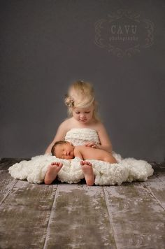 Cute Sibling Newborn Photograph Idea