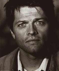 Misha cas black & white