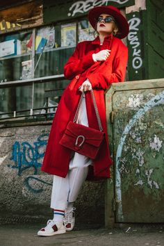 H&M red coat, red fedora wool hat, mango white peg trousers, tappered trousers trend, white pants, wide leg pants in white, how to wear wide leg trousers like a pro, how to mix sporty clothes with formal ones, red suede gucci dionysus bag, gucci lookalike bag, gucci ace heart embroidered sneakers, andreea birsan, couturezilla, chic and cute winter outfit ideas for school and work