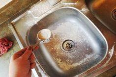 Azonnal kipróbáltuk és nem hittünk a szemünknek: ezért szórj lisztet a mosogatóba!