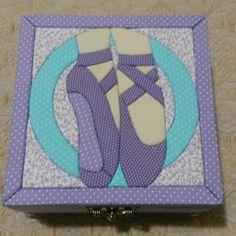Caixa com patchwork embutido sapatilhas de balé                                                                                                                                                      Mais