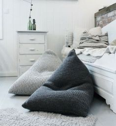 Bean bag living room design and decor ideas. Forty bean bag designs for you to get inspired now. Bean Bag Living Room, Giant Knit Blanket, Knit Blankets, Interior Design Minimalist, Kids Bean Bags, Kids Bean Bag Chairs, Bean Chair, Cool Bean Bags, Pillows