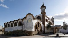Celler Cooperatiu de Gandesa, a la Terra Alta (Catalunya - Catalonia). És una obra mestra de l'arquitectura industrial modernista que data del 1919 i va ser construïda per Cèsar Martinell, deixeble de Gaudí.