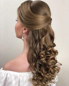 Beautiful Wedding Hairstyles Ideas For Curly Hair Elegant Hairstyles, Bride Hairstyles, Pretty Hairstyles, Pagent Hair, Prom Hair, Quinceanera Hairstyles, Wedding Hair Inspiration, Pinterest Hair, Bridal Hair