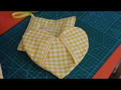 Manoplas para la cosina - YouTube Baby Dress, Pot Holders, Youtube, Make It Yourself, Sewing, Videos, Fabric, Crafts, Summer Dresses
