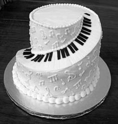 Best Cake ever! Unless someone could pull off a tuba cake. then that one would be the best cake ever. Pretty Cakes, Cute Cakes, Beautiful Cakes, Amazing Cakes, Piano Cakes, Music Cakes, Music Birthday Cakes, Crazy Cakes, Fancy Cakes