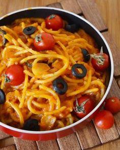 Cum faci cele mai gustoase paste de post din lume! Nici că vei simți lipsa cărnii! Diet Recipes, Vegetarian Recipes, Cooking Recipes, Healthy Recipes, Easy Cucumber Salad, Food Cravings, Vegetable Dishes, Easy Meals, Food And Drink