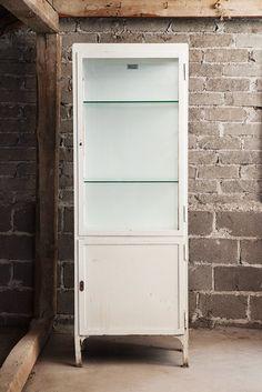 Lääkärinkaappi / Doctor's cabinet  tags: #orankivintage #vintage #sisustus #huonekalut #furniture #industrial #teollisuus #midcentury #antiques #antiikki #untiques #untiikki #helsinki #koti #furniture #home #sisustusliike #interiordesign #interior #interiors #homedecor #hospitalfurniture #sairaalakaluste #vitriini #lasikaappi #kaappi #industrialcabinet #cabinet