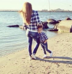 Cute casual outfit for mother and daughter.love this picture idea!