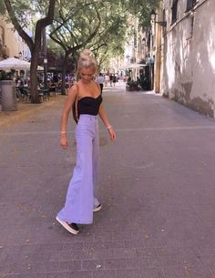 A girl should be two things: 𝓬𝓵𝓪𝓼𝓼𝔂 and 𝓯𝓪𝓫𝓾𝓵𝓸𝓾𝓼. November 11 2019 at fashion-inspo Mode Für Teenies, Mode Pop, Looks Street Style, Looks Style, My Style, Mode Outfits, Trendy Outfits, Fashion Outfits, Fashion Clothes